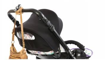 ¿Dónde puedo colgar el bolso cuando voy con mi hijo?