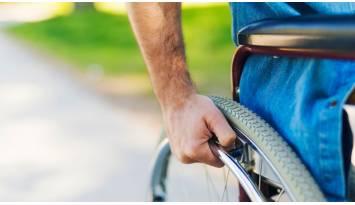 ¿Cómo no mojarte en silla de ruedas?
