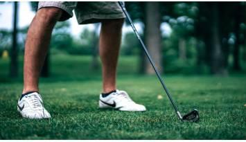 Soporte para paraguas para carros de golf. ¡Que un poco de lluvia no te impida disfrutar de tu deporte favorito!