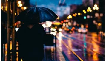 Soporte paraguas para un andador que solucionará muchos problemas