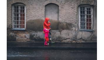 3 Motivos para pasear con tu hijo bajo la lluvia